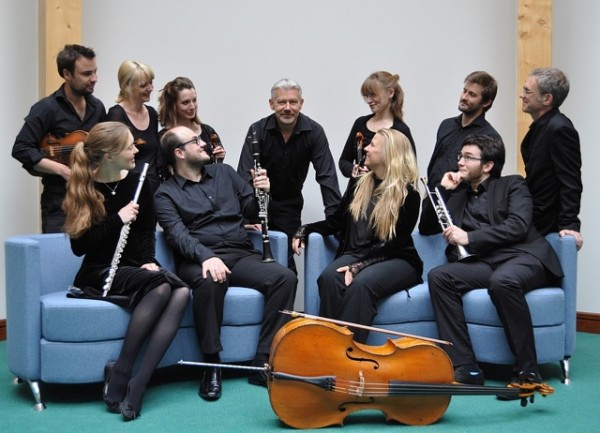 THE ASSEMBLY PROJECT Top row from left to right: Ian Anderson (viola) May Halyburton (double bass) Rachel Spencer (violin) Alasdair Nicolson (conductor) Fenella Humphreys (violin) Owen Gunnell (percussion) David Knotts (piano) Bottom Row from left to right: Emma Halnan (flute) Fraser Langton (clarinet) Clea Friend (cello) & Tom Poulson (trumpet)